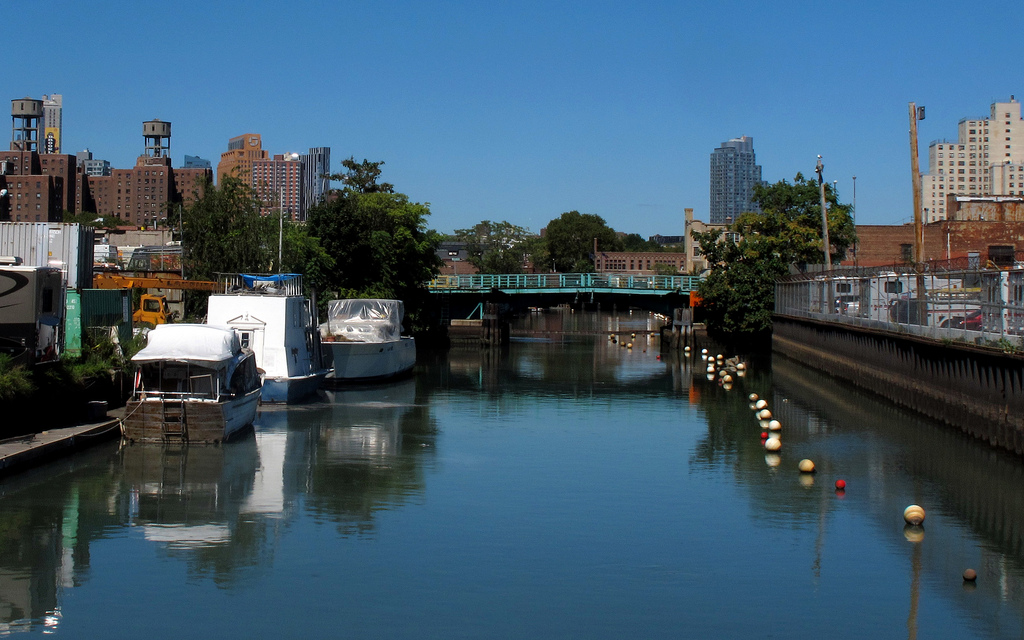 gowanus_bridge_boats